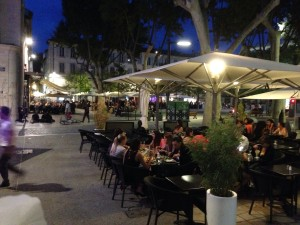De avond valt in Avignon