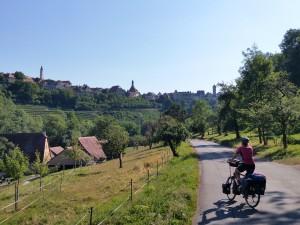 Vlak buiten Rothenburg, fietsen we verder op de Limes route