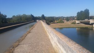 Een bijzonder punt: het Canal du Midi kruist bovenlangs de rivier de Orb