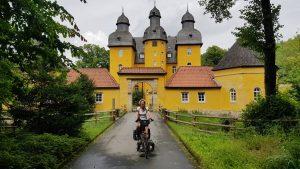 Schloss Holte, fraai gelegen langs de R1 Radweg
