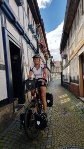 De nauwe vakwerkstraatjes van Goslar, plaatsje langs de R1 Radweg