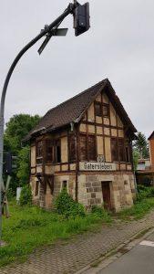 Leeg station langs de Radweg R1