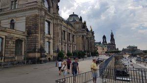 De promenade van Dresden langs de Elbe
