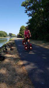fietsen langs het Willemskanaal in Belgie