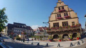 Het pittoreske stadhuis en marktplein van Molsheim