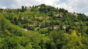 Uitzicht op de prachtige heuvels voor Bergamo