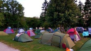 op elkaar gestampt op de TSC-camping in Solothurn