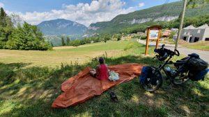 picknick in de schaduw met fenomenaal uitzicht op de vuache