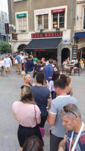 In de rij bij de pizzeria in Lyon