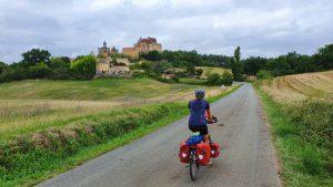 Uitzicht op Chateau de Biron, nabij Villeréal